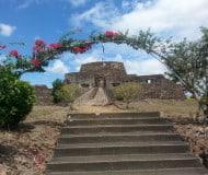 Wandel door het oude El Castillo Nicaragua.
