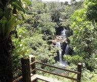 Wandel langs watervallen, Costa Rica.