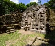 Bezoek Lamanai in Belize.