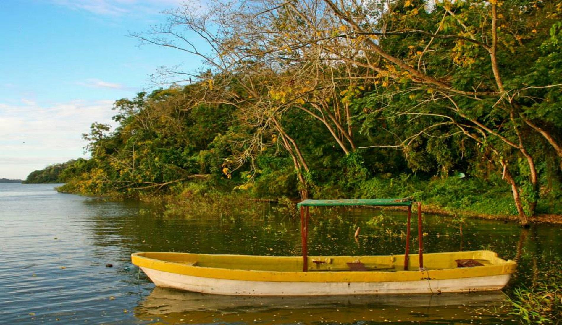 Bootje bij Rio San Juan