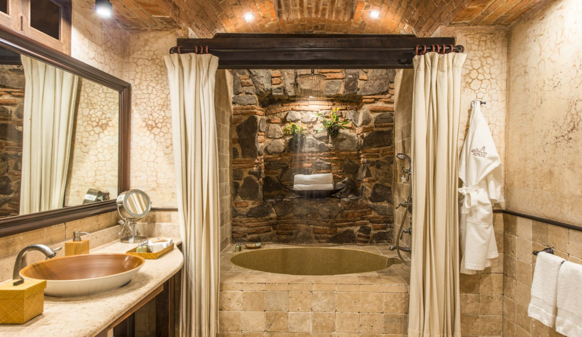 antigua hotel badkamer luxe reis guatemala