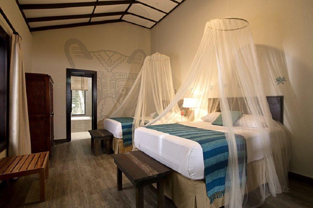 Jungle Lodge hotel