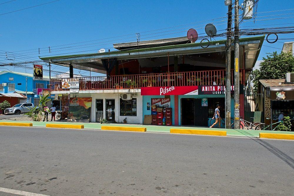 Puerto Jimenez dorp weg