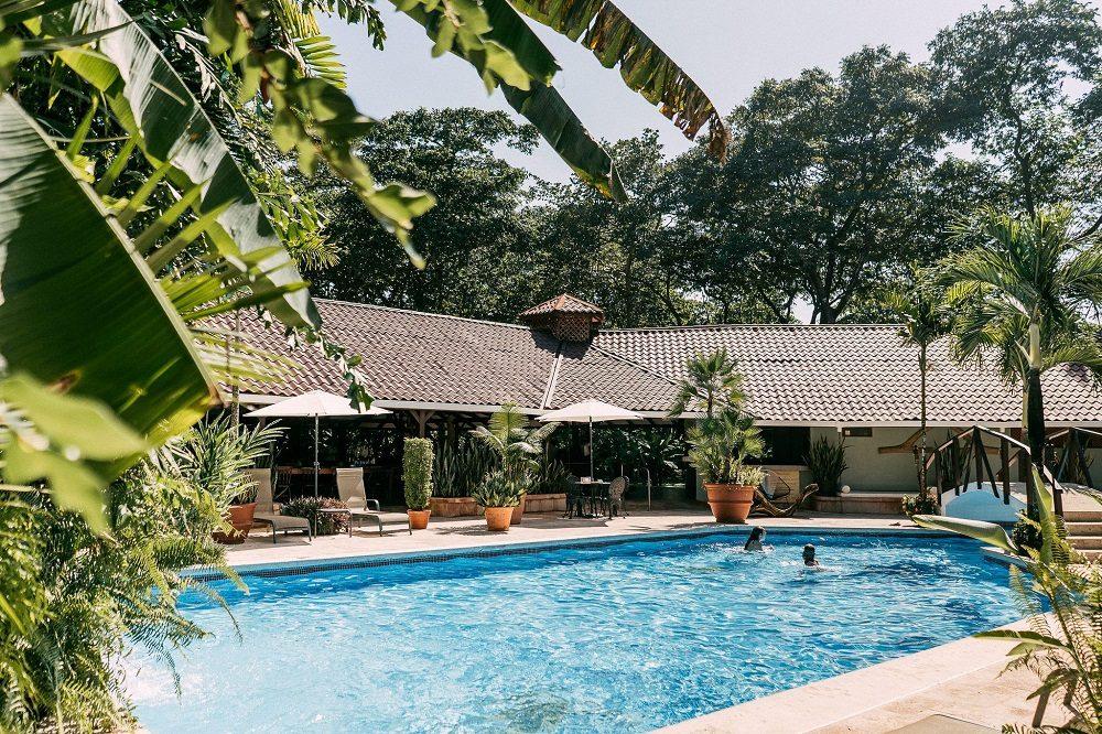 costa rica september reis tortuguero zwembad