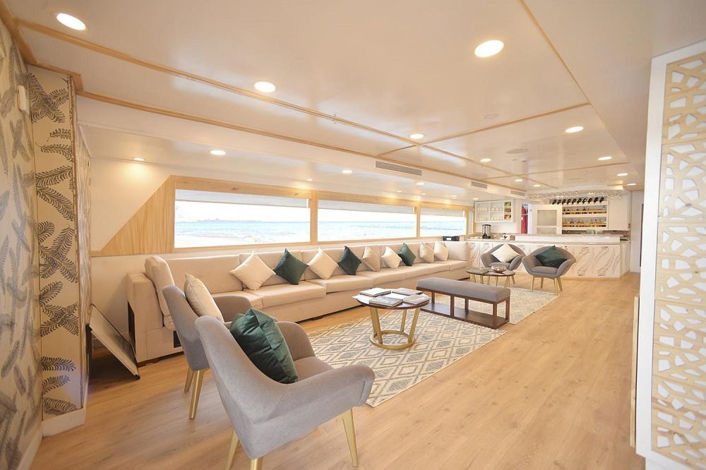 cruise boat galapagos dining
