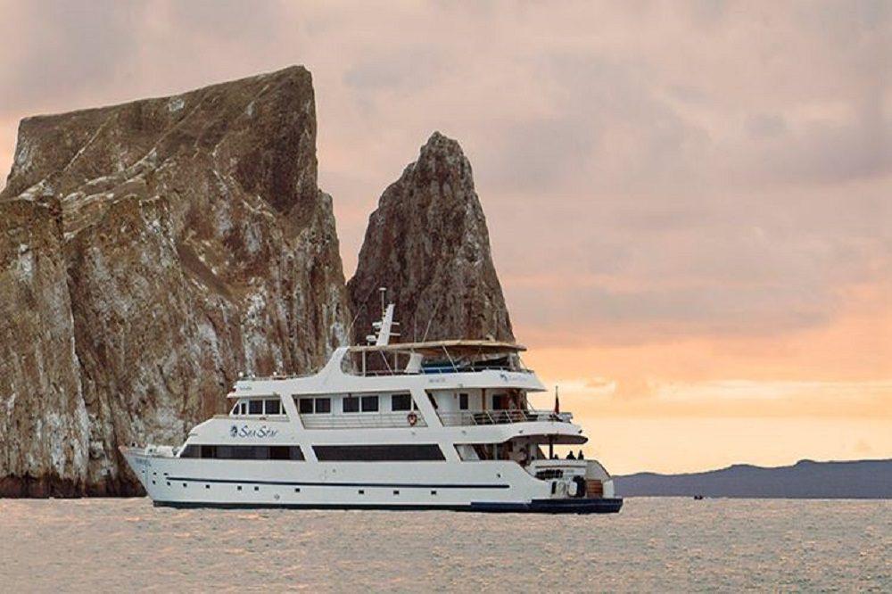 cruise boat galapagos