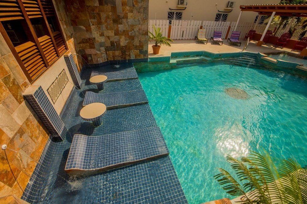 familiereis belize zwembad op caye caulker