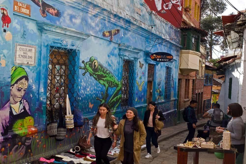 luxe reis colombia bogota street