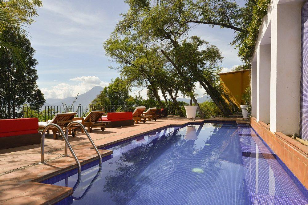 luxe reis guatemala lake atitlan pool
