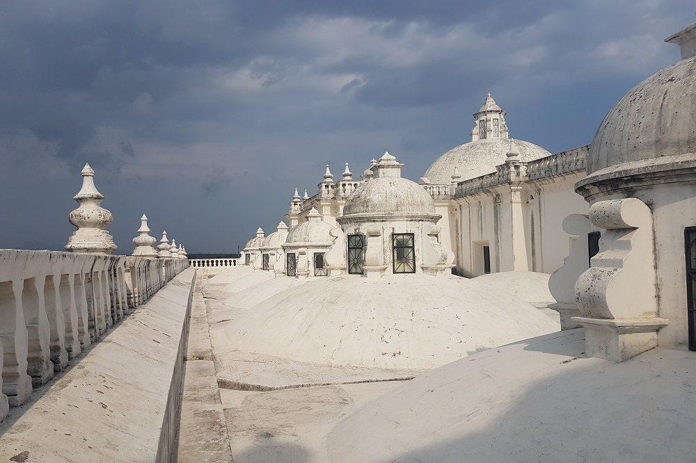 luxe reis nicaragua leon kathedraal