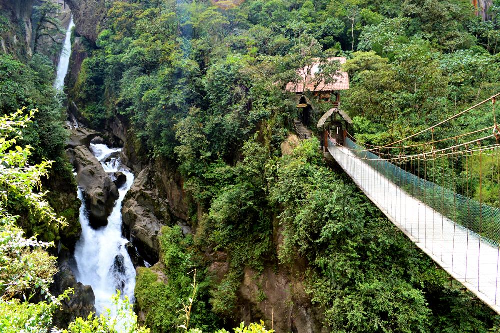 rondreis ecuador banos waterval