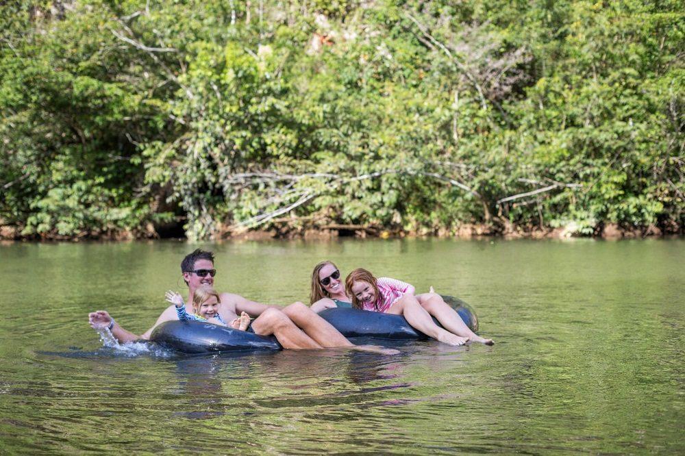 tuben in familiereis door Belize