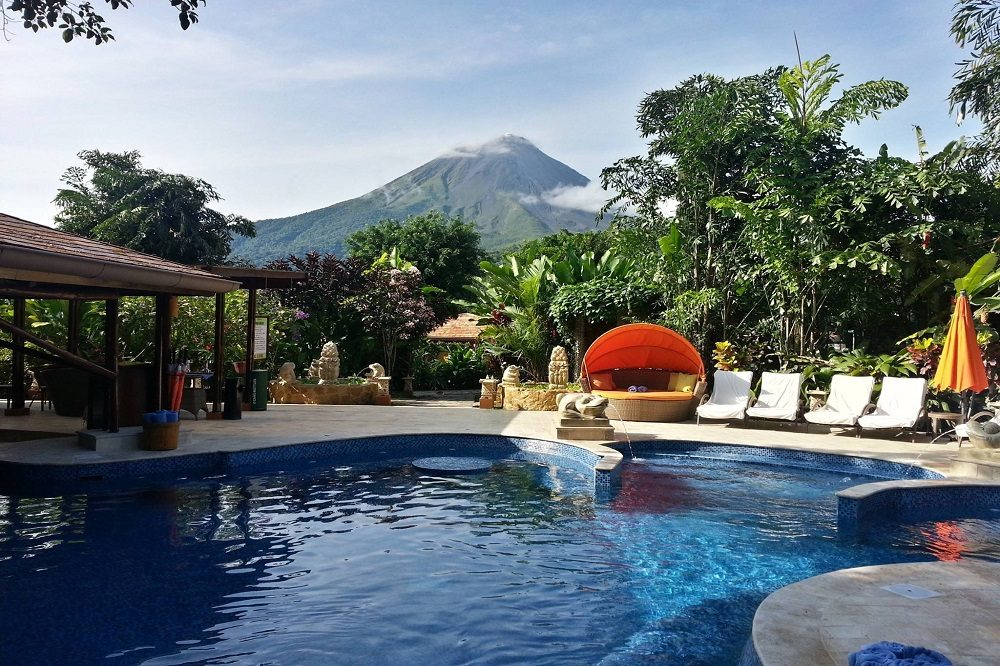 zwembad hotel arenal