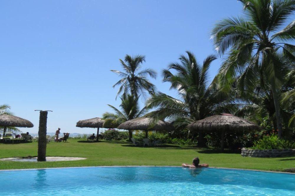 zwembad hotel las lajas