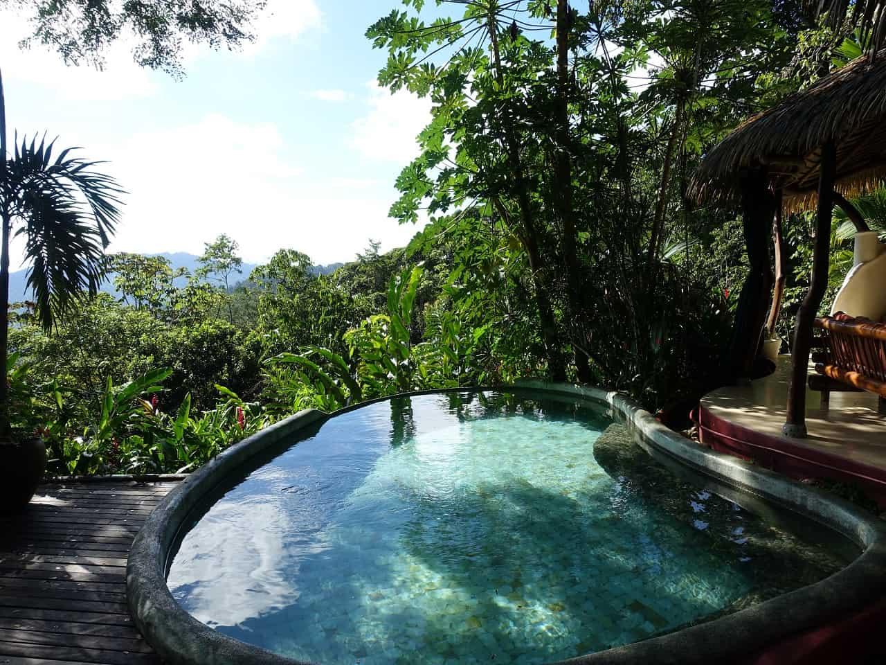 costa rica reizen infinity pool