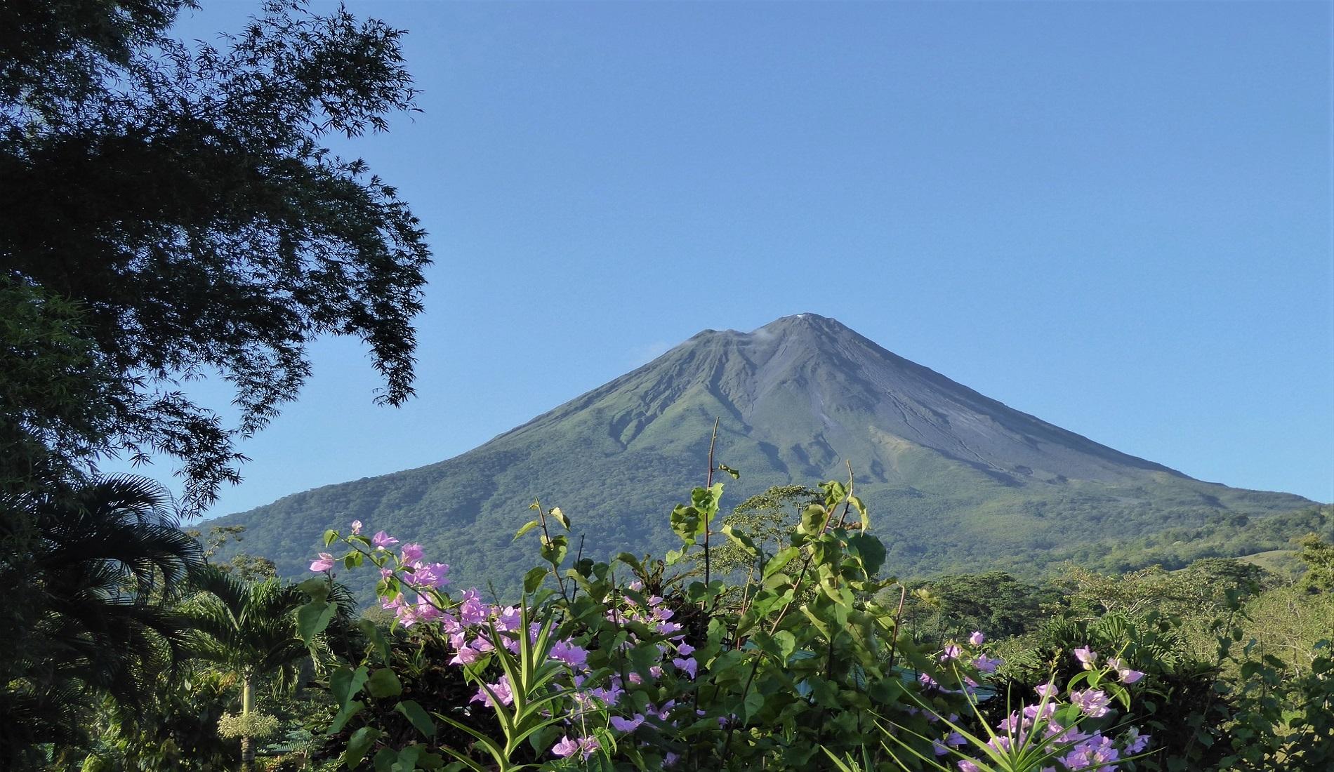 costa rica september arenal vulkaan