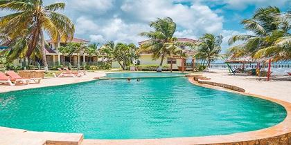 familiereis belize zwembad palmbomen