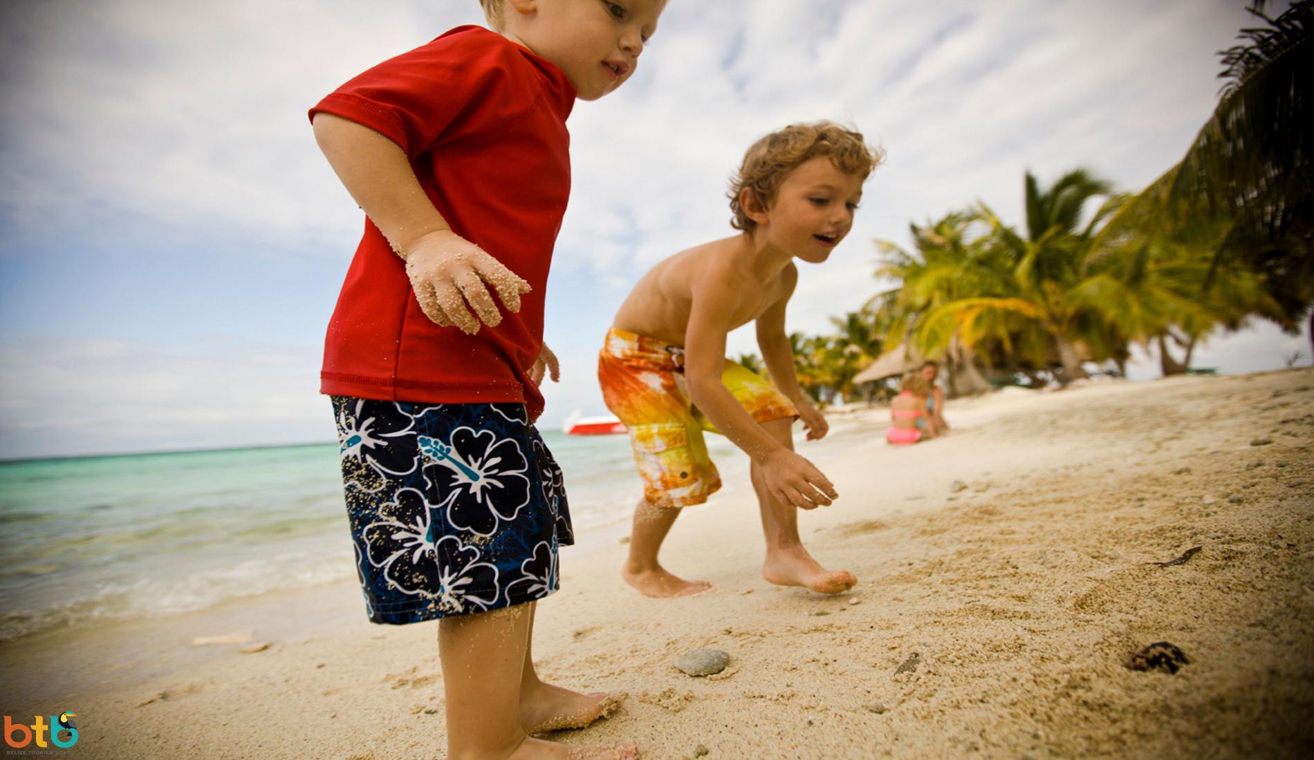 kinderen strand belize