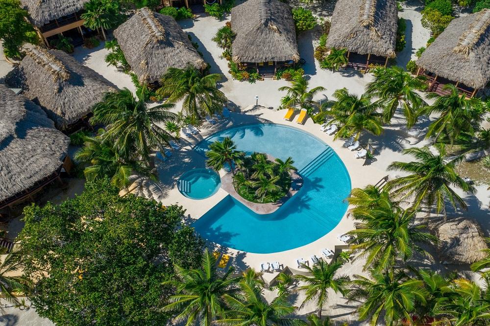 zwembad tijdens luxe reis belize